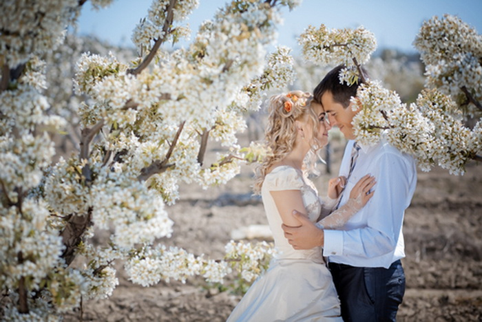 сватбена фотосесия в градината